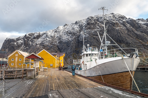 Obraz na płótnie nusfjord fishing town at lofoten islands, norway