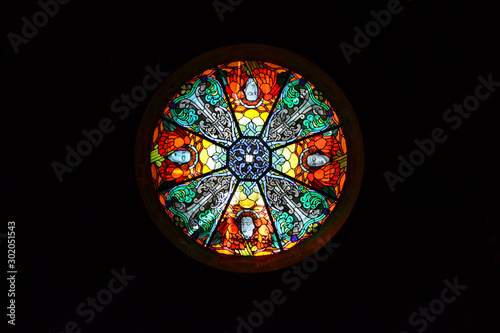 Cuadros en Lienzo  round window with stained glass