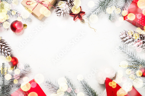 Cuadros en Lienzo  Christmas background with fir tree and decorations on white.