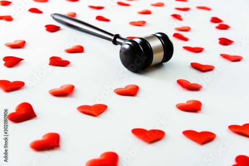 Fotografía  Gavel surrounded by red hearts isolated on white, love for justice and Judge law medical Pharmacy compliance Health care business rules