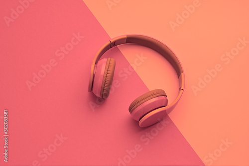 Autocollant pour porte Magasin de musique Minimal fashion, Trendy headphones. Music vibration on pink geometry background. Hipster DJ accessory Flat lay. Art creative summer vibes fashionable pop art style. Sweet pastel color, gel filter