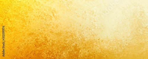 Photo Yellow gold  background texture, old distressed vintage grunge in faded white sp