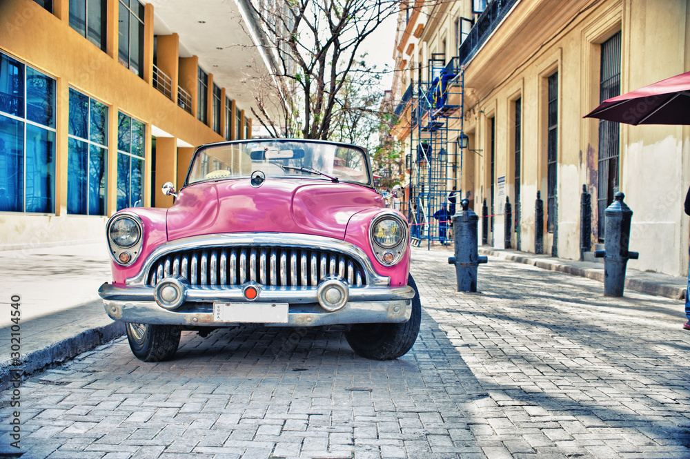 Fototapety, obrazy: Old Buik pink car parked in a street of havana city