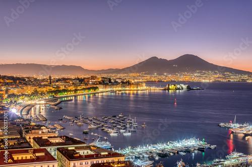 Fotografia The Gulf of Naples with Mount Vesuvius before sunrise