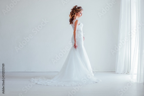 Pinturas sobre lienzo  bride in white dress wedding before wedding