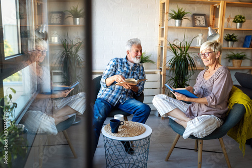 Fotomural  Happy senior couple in love hugging and bonding with true emotions at home