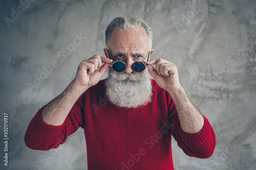 Canvastavla Portrait of serious brutal old man touch his fashionable specs look feel negativ