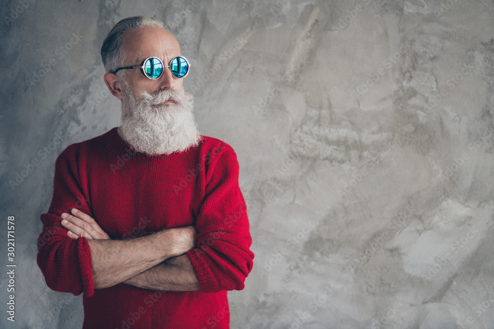 Fotografía Profile side photo of serious harsh masculine old man cross hands look elegant c