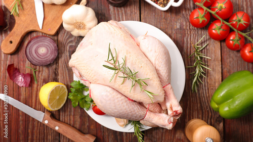 Tuinposter Kip raw chicken with ingredient on wood background