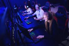 Team Professional Gamer Playin...