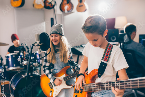 Cuadros en Lienzo  kids rock band in music studio