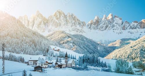 Foto auf Leinwand Pool Winter panorama of Funes village in Dolomites.