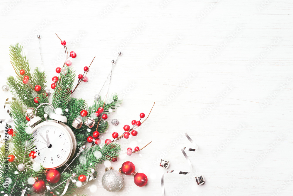 Fototapety, obrazy: Christmas clock, fir branches and berries on white wooden background. New Year greeting card.