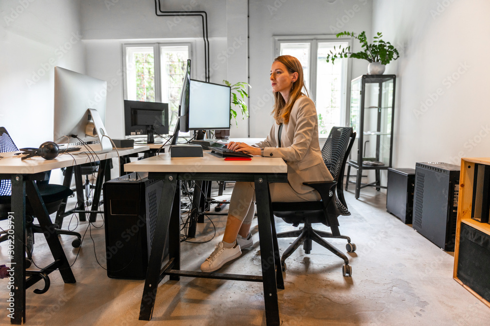 Fototapety, obrazy: Young beautiful woman working in her office