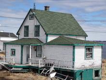 """Canada, Province De Québec, Basse-Côte-Nord, Village De Harrington Harbour, La Maison Moche Du Film Québecois """"La Grande Seduction"""""""
