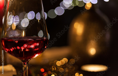 Foto auf Leinwand Alkohol festive christmas table with candles and gold decoration cozy family meal