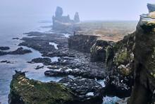 Paisaje De Islandia Con Acantilados Y Mar