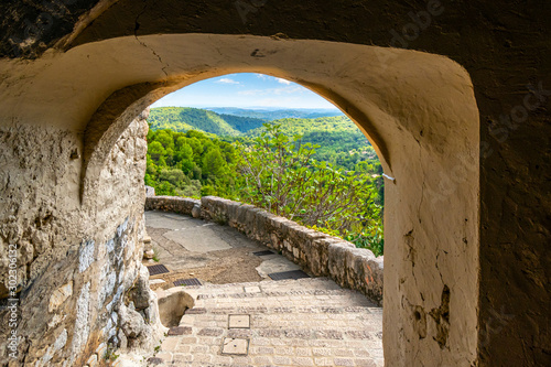 View through a stone arched doorway from the medieval hilltop village of Tourett Canvas-taulu