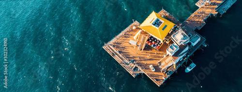 Fotografía  Aerial view of a pier in the pacific ocean on the California coast