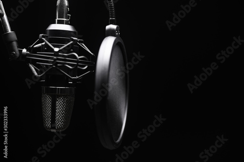 Studio microphone with pop filter with dramatic light Fototapete