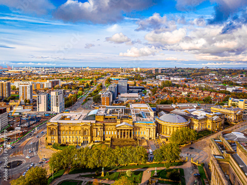 Autocollant pour porte Europe du Nord Aerial view of World museum in Liverpool, England