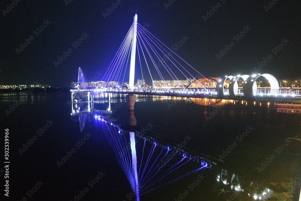 Fototapety, obrazy: Night view of a beautiful scene of bridge over sea water in the evening time.