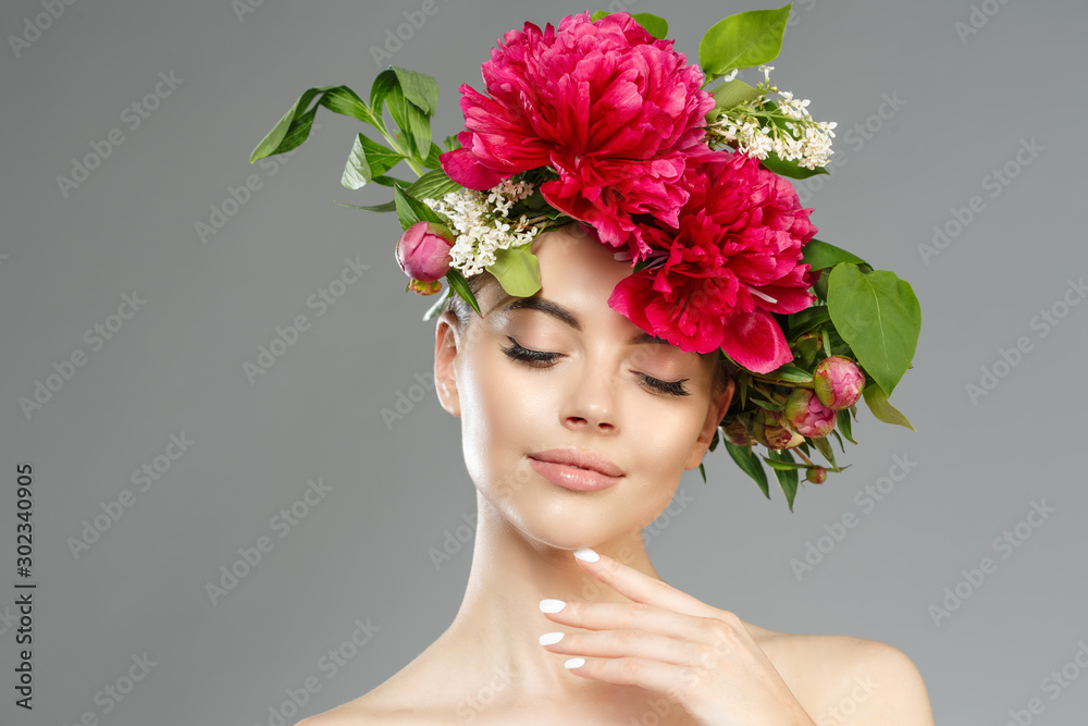 Fototapeta Beauty woman with flowers on head. Happy beautiful girl on gray banner background. Pretty model with clear skin. Spring fashion photo. Summertime portrait