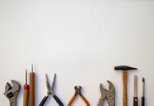 Various DIY Tools On A White Paper 1 白い紙の上の様々なDIY道具 1