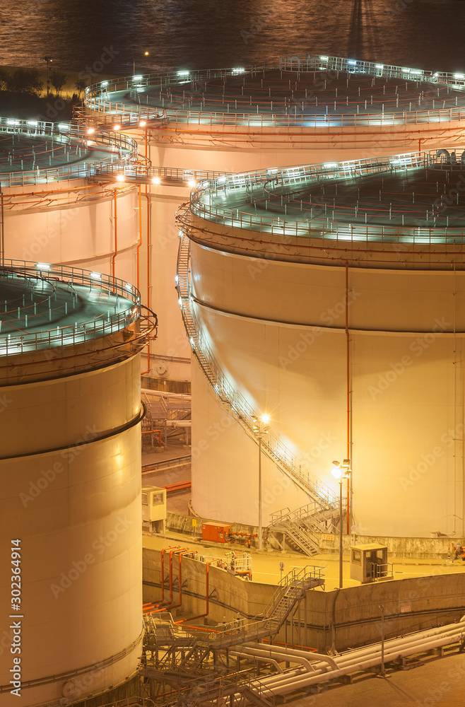 Fototapety, obrazy: Oil tank storage in factory at night