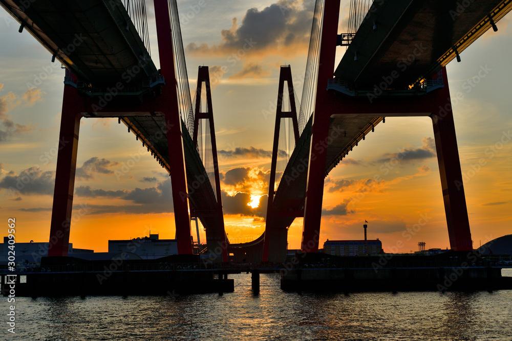 名港西大橋からの日の出 <span>plik: #302409562 | autor: Kazuyoshi Ozaki</span>