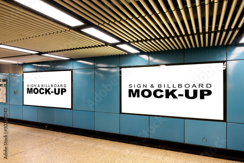 Obraz Mock up large blank horizontal billboard at metro station - fototapety do salonu