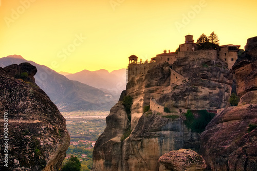 Poster Jaune de seuffre Landscape with monasteries and rock formations in Meteora, Greece. during sunset.