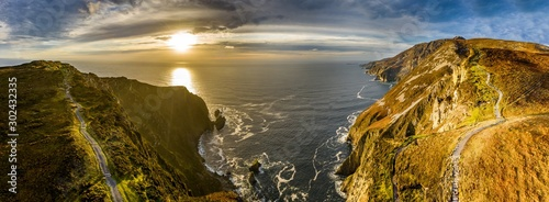 Aerial of Slieve League Cliffs are among the highest sea cliffs in Europe rising Tableau sur Toile