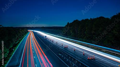 Foto auf AluDibond Nacht-Autobahn Long exposure of motorway at night