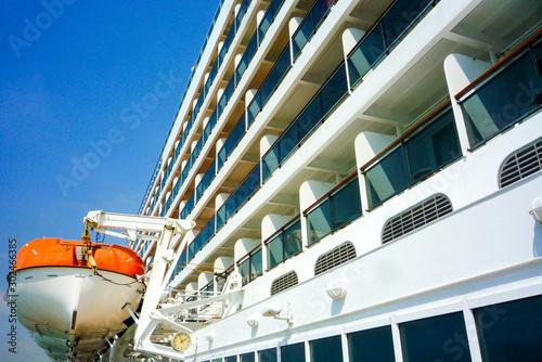 Photo  Luxurious transatlantic crossing aboard the luxury ocean liner cruise ship Cunar