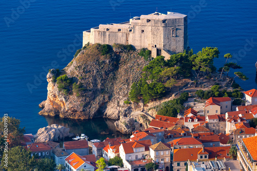 Pinturas sobre lienzo  Aerial closeup view of Fort Lovrijenac or St Lawrence Fortress, often called Dub