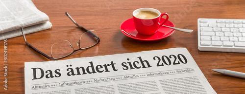 Zeitung auf Schreibtisch - Das ändert sich 2020 Fototapete
