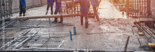 Cuadros en Lienzo Construction site workers floor laying concrete mixer