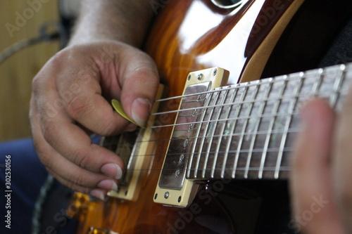 Photo man playing guitar