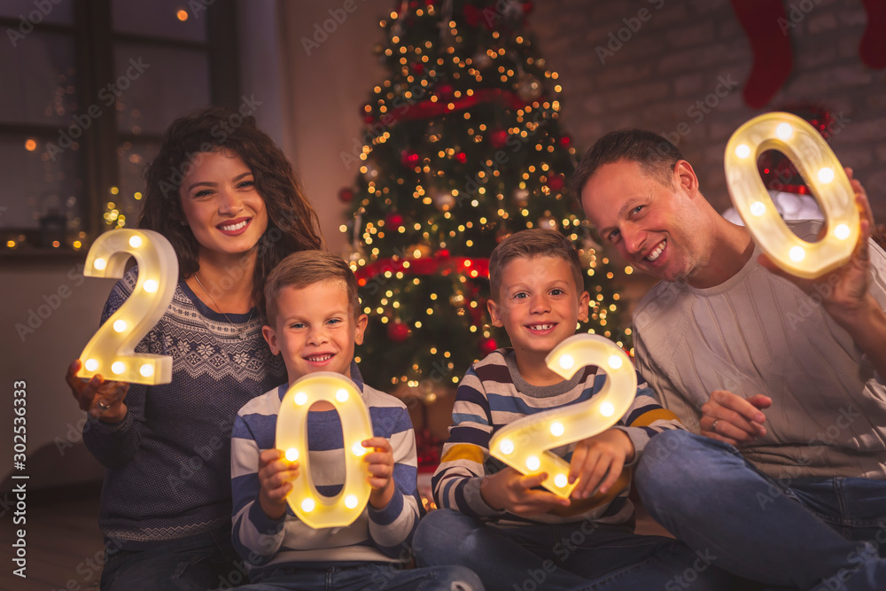 Fototapety, obrazy: Parents and kids holding illuminative numbers 2020
