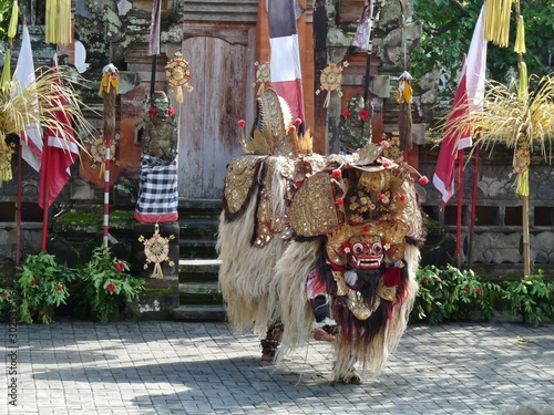 In de dag Dance School traditional dance in bali indonesia