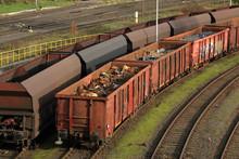 Schrott In Eisenbahnwaggons Für Ein Stahlwerk