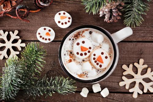 Carta da parati Hot chocolate with snowman marshmallows