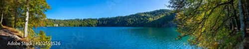 Photo vue panoramique du lac Pavin en Auvergne, Puy-de-Dome, France