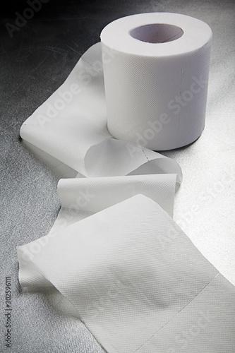 Fotografía Rotolo di carta igienica con striscia aperta