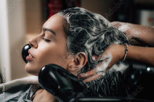 Obraz Washing Hair - fototapety do salonu