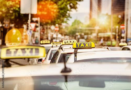 Leinwand Poster Taxi rank in Frankfurt