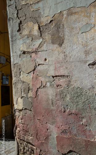 Deurstickers Oude vuile getextureerde muur Avelino. Campagna Italy.