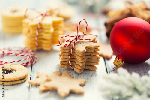 Fotografiet Christmas sweet cookies stars as christmas decorations - Close up