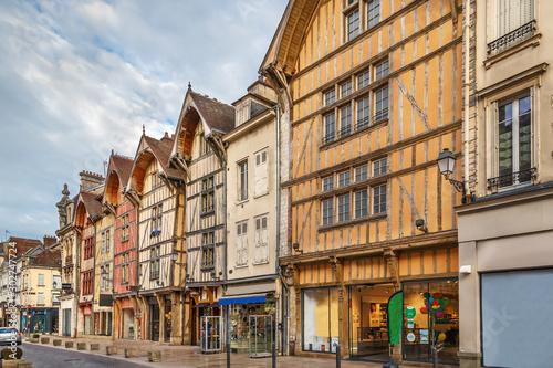 Photo sur Aluminium Con. Antique Street in Troyes, France